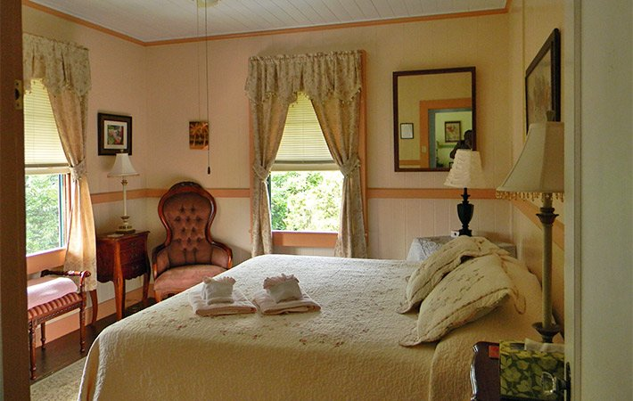 Peach Room at Maureen's Bed and Breakfast in Hilo Hawaii