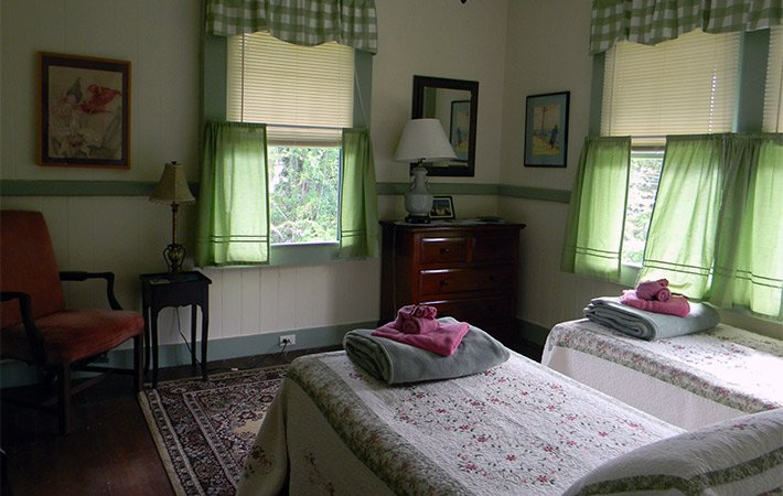 Twin Room at Maureen's Bed and Breakfast in Hilo Hawaii