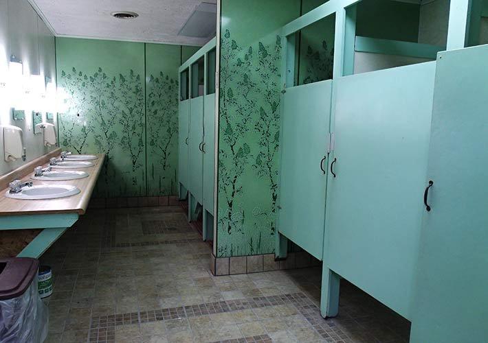 bathrooms at pipestem campground