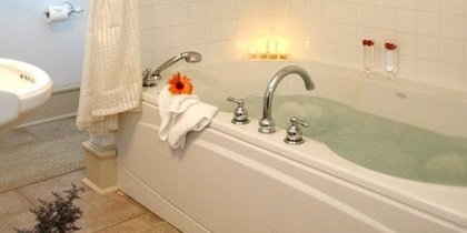 Bathtub Hamilton House Bed and Breakfast