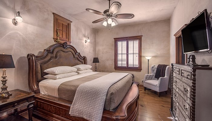 Bella Manor at The Maplestone, Luxury Lodging Fredericksburg, Texas