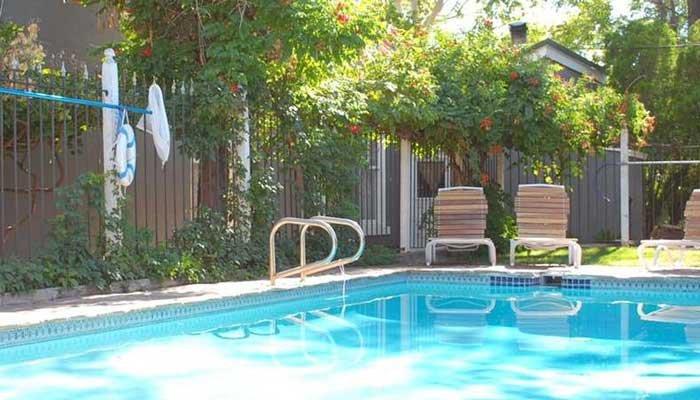 Swimming pool at seven wives inn