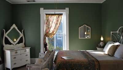 Carloine Room