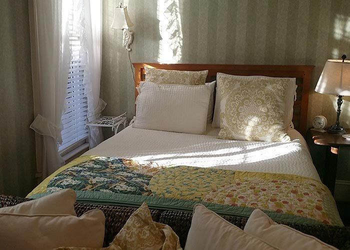MAY'S COTTAGE – One Bedroom at Rosemont Rooms and Cottages in Little Rock, AR