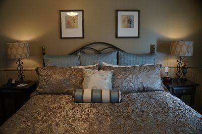 Prescott Arizona luxurious bed and pillows