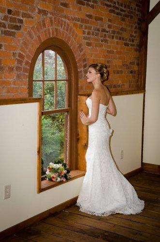 couple dancing at cornwall inn wedding