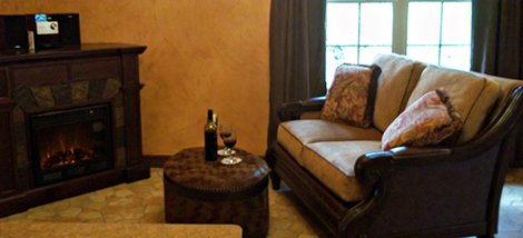 living room at Windsong Hollow Ranch in Liverpool, Texas