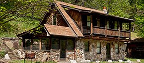 Stone Manor Family Lodging