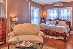 queen alexa room