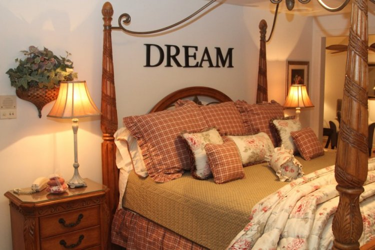 King bed with dream in Heartland Suite at Willows Inn