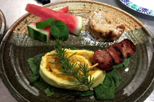 Breakfast tart with bacon, watermelon, and bread