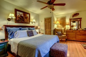 Canyons Bed and Breakfast Lodge Room