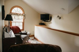 sitting room with TV and furniture