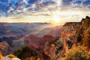 sunrise over canyonlands
