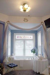 Hines Mansion Kitty Hine's Room bath tub by window