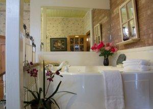 Hines Mansion Secret Garden Room bath tub