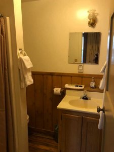 the bathroom in Cabin 4