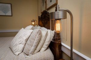 sidetable lamps and pillows
