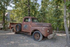 Hillbilly Hiltin Cabin Truck