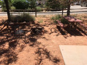 Moab Rim Campark New Deluxe Cabins exterior picnic table