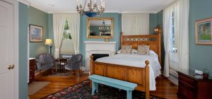 Yates House Bed and Breakfast Wildflower Room bed