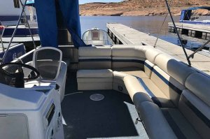 seating on 26' deck boat