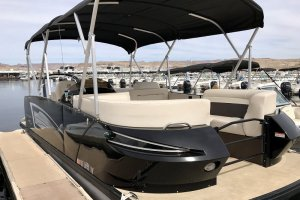 seating on 23' pontoon boat lake powell