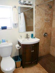 Hotel Seacrest Matilda Room bathroom