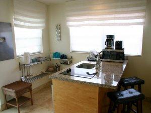 Hotel Seacrest Coral Room kitchen
