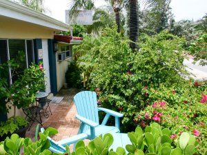 Hotel Seacrest Traveler Room exterior outdoor chairs