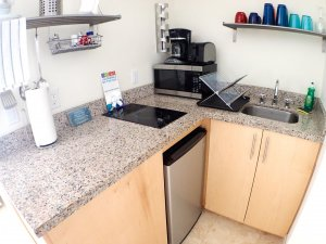 Hotel Seacrest Seashell Room kitchen