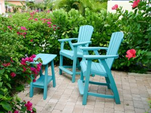 Hotel Seacrest Traveler Room outdoor chairs