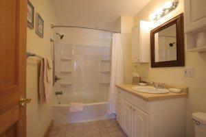 Old Saco Inn Gabrielle's Loft bathroom