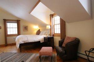 Old Saco Inn Gabrielle's Loft bed side view chair