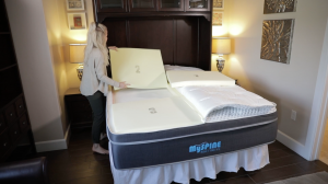 MySpine Mattress woman adjusting sections