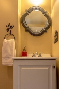 White Birch Inn Mt. Cranmore Room bathroom vanity