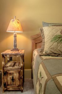 White Birch Inn Mt. Kearsarge Room bed and lamp on side table