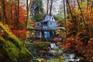 Gold Creek Inn exterior fall