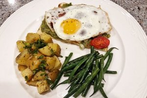 asparagus, breakfast potatoes and egg
