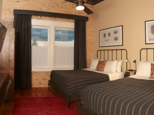2 Queen Beds with Window and TV