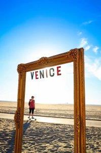 Venice frame with skater