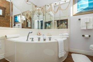 rounded corner bathtub
