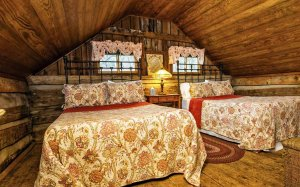 Two beds in the upstairs of a cabin