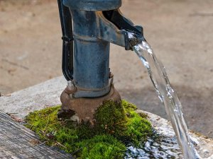 An old-fashioned water pump