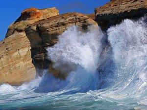 Waves splashing against large rocks