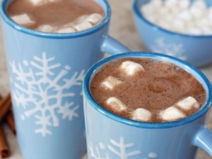 Marshmallows in mugs of hot chocolate