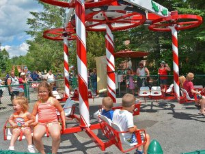 Holiday themed amusement park ride