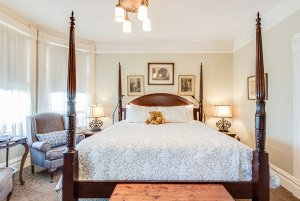 King-sized bed and lamps in middle of room