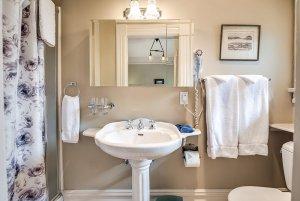 Sink, mirror, and towel racks in bathroom