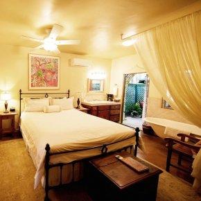 room in Emerald Iguana Inn in Ojai, California